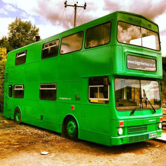 the big green bus le bus anglais devenu h tel. Black Bedroom Furniture Sets. Home Design Ideas