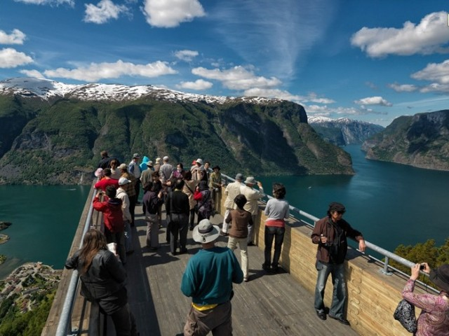 Aurland-Viewing-Bridge1-640x480