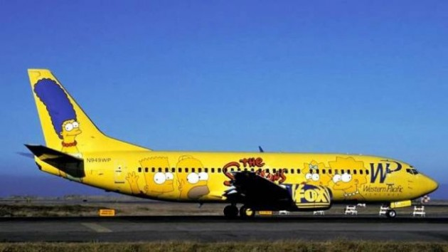 painted_airplanes_add_a_splash_of_color_to_the_sky_640_12-630x354
