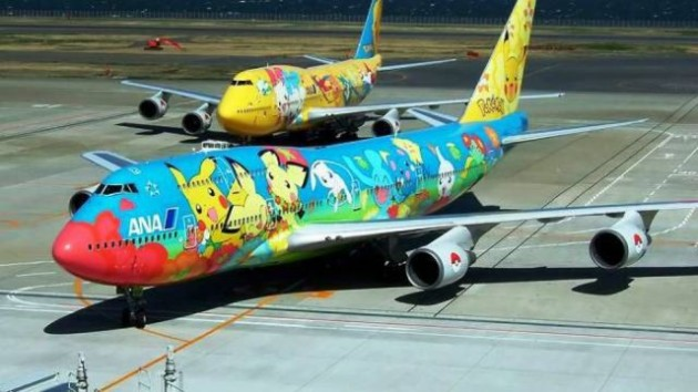 http://voyagerloin.com/wp-content/uploads/2013/10/painted_airplanes_add_a_splash_of_color_to_the_sky_640_14-630x354.jpg