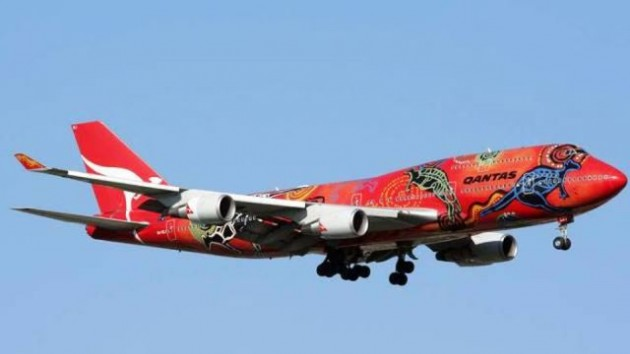 painted_airplanes_add_a_splash_of_color_to_the_sky_640_20-630x354