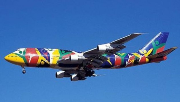 painted_airplanes_add_a_splash_of_color_to_the_sky_640_27-630x356