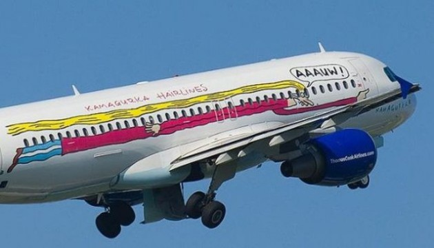 painted_airplanes_add_a_splash_of_color_to_the_sky_640_30-630x360