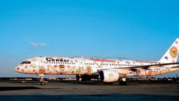 painted_airplanes_add_a_splash_of_color_to_the_sky_640_31-630x357