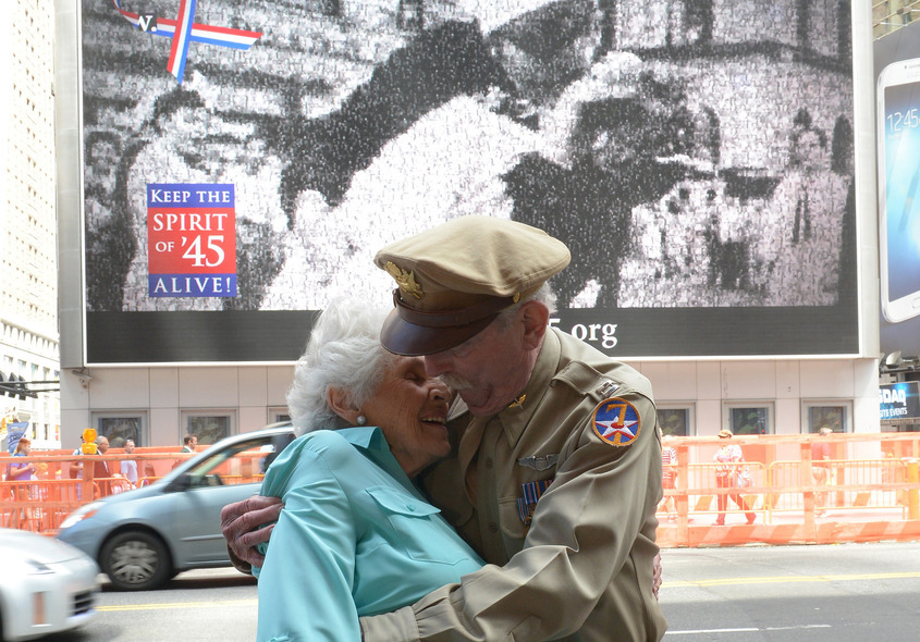 US-HISTORY-WWII-VJ DAY-KISS-ANNIVERSARY