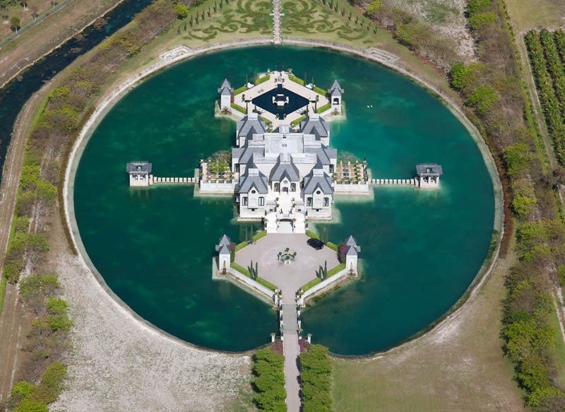 charles-sieger-castle-mansion-moat-miami