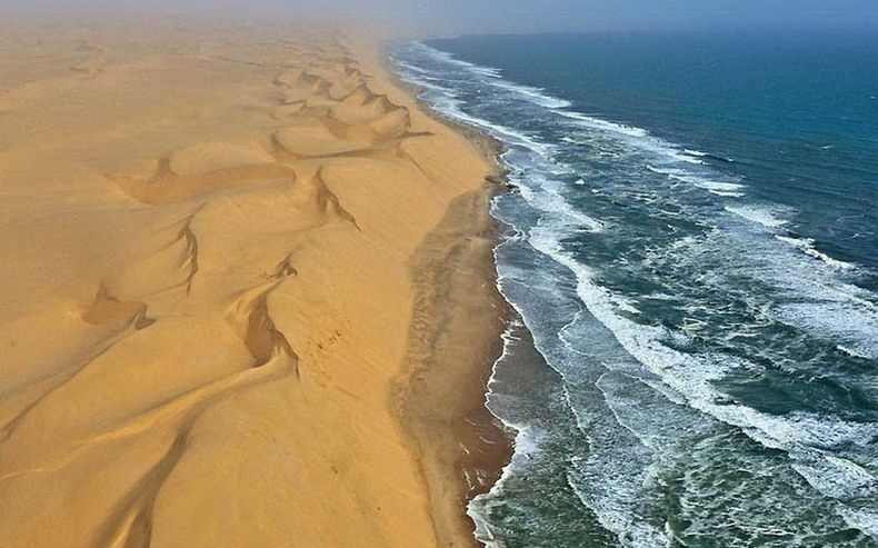 namib-desert-meets-sea-3[2]