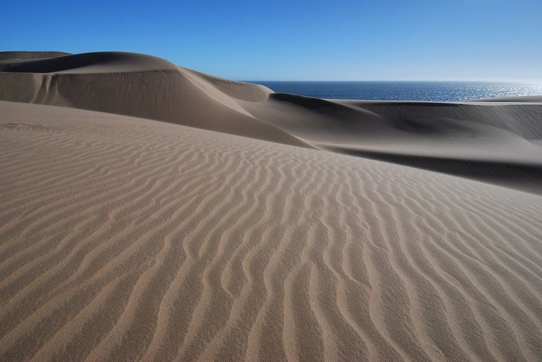 namib-desert-meets-sea-7[2]