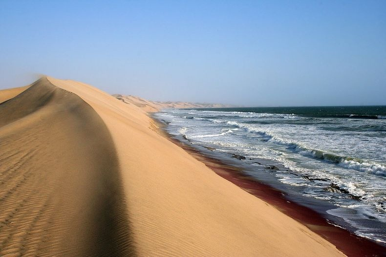 namib-desert-meets-sea-9[2]