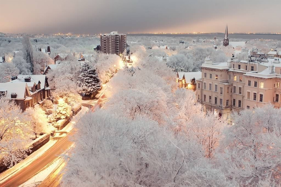 snowy-dusk-in-liverpool-england