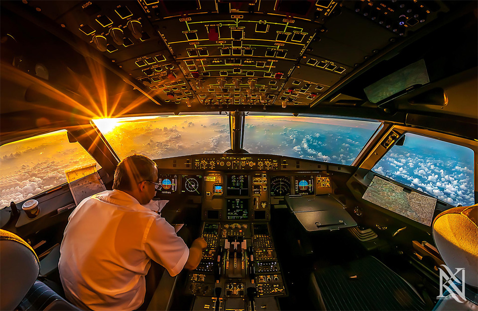 sunrise-in-airplane-cockpit