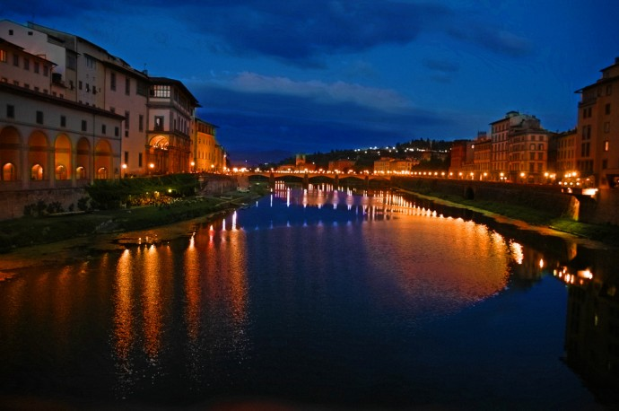 Florence by night - Photo:  choongcheehuei / Creative Commons