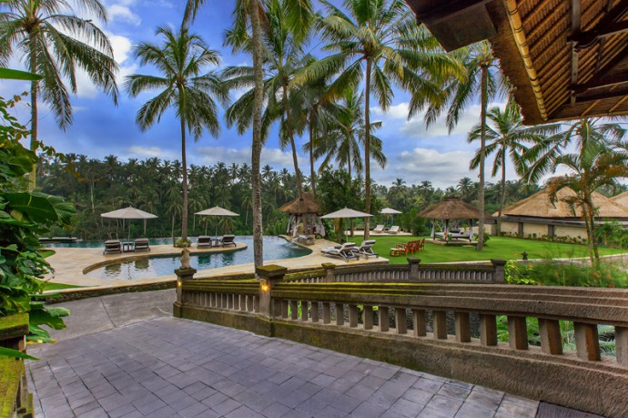 luxury-hotel-ubud-spa-bridge