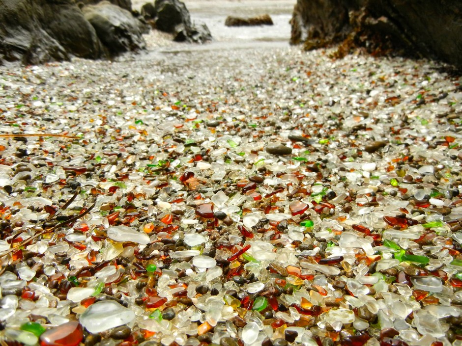 1-glass-beach-california-940x705