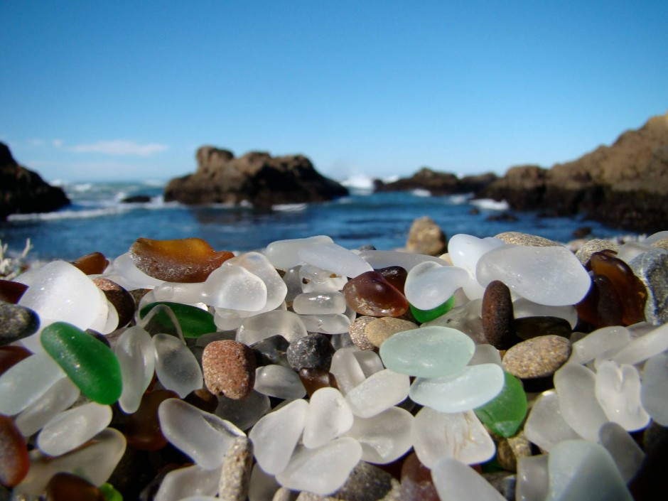 13-glass-beach-california-940x705