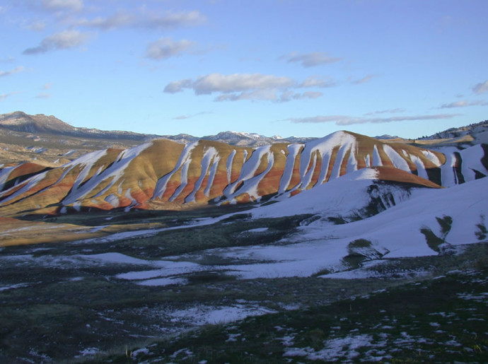 John-Day-Fossil-Beds-National-Monument-snow-on-the-Painted-Hills2-690x515