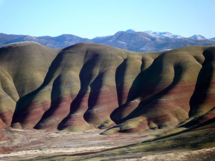 Waves-of-Color-From-the-Painted-Hills-Unit-of-the-John-Day-Fossil-Beds-National-Monument-in-central-Oregon-690x517