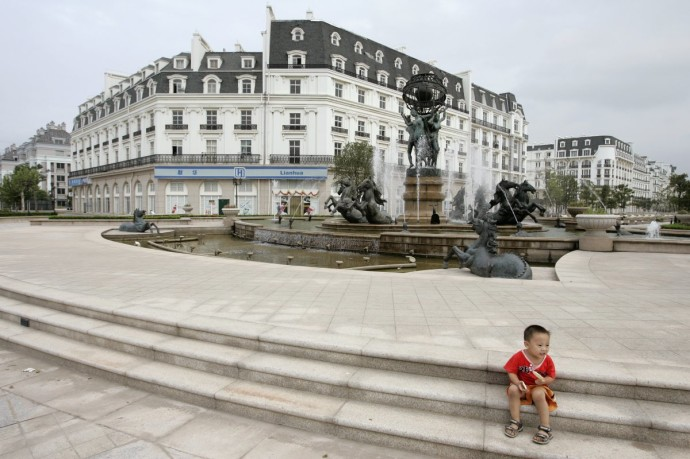 china-fake-paris-ghost-town-woe3-690x459