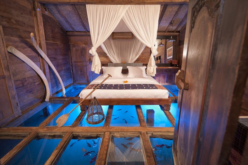 glass-bottom-bedroom-udang-house-shrimp-house-bambu-indah-hotel-ubud-bali