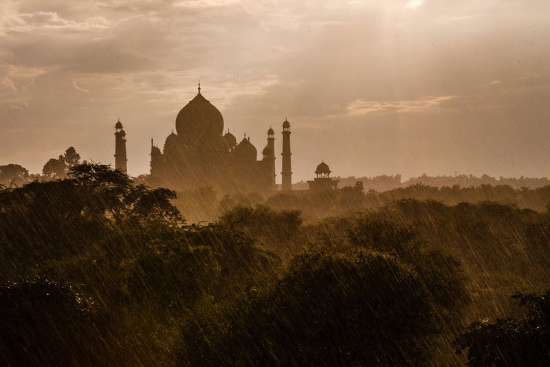 rainstorm-at-the-taj-mahal