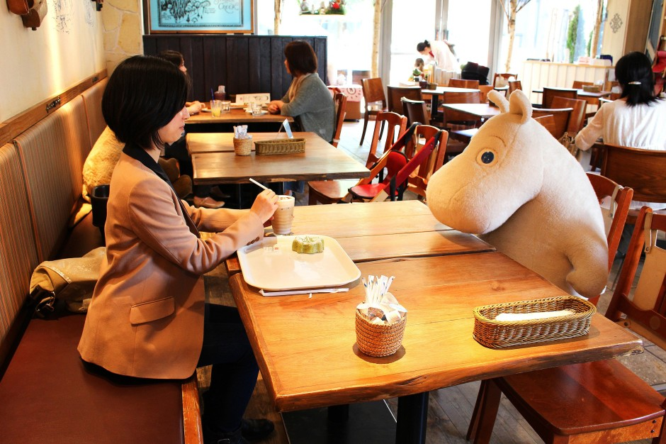 Japan's 'anti-loneliness' cafe