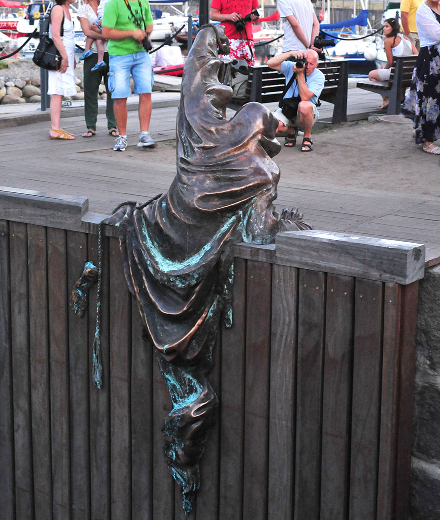worlds-most-creative-statues-25-2