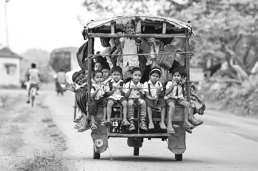 Ces enfants qui empruntent les chemins les plus dangereux du monde pour aller à l'école Children-going-to-school-around-the-world-19