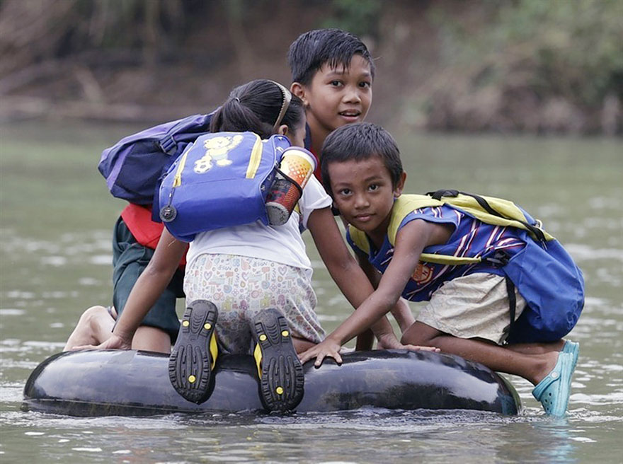 Ces enfants qui empruntent les chemins les plus dangereux du monde pour aller à l'école Children-going-to-school-around-the-world-42