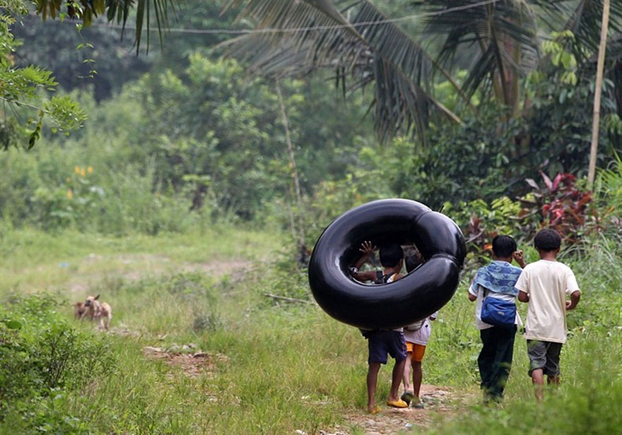 Ces enfants qui empruntent les chemins les plus dangereux du monde pour aller à l'école Children-going-to-school-around-the-world-53